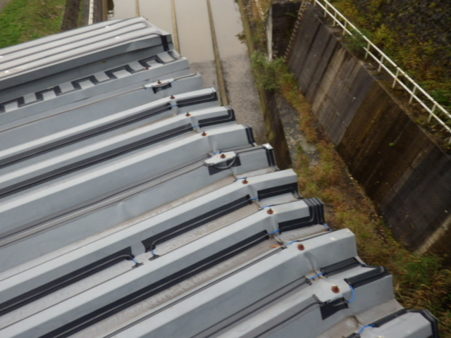群馬 ダム管理施設 発電所取水口(折板)